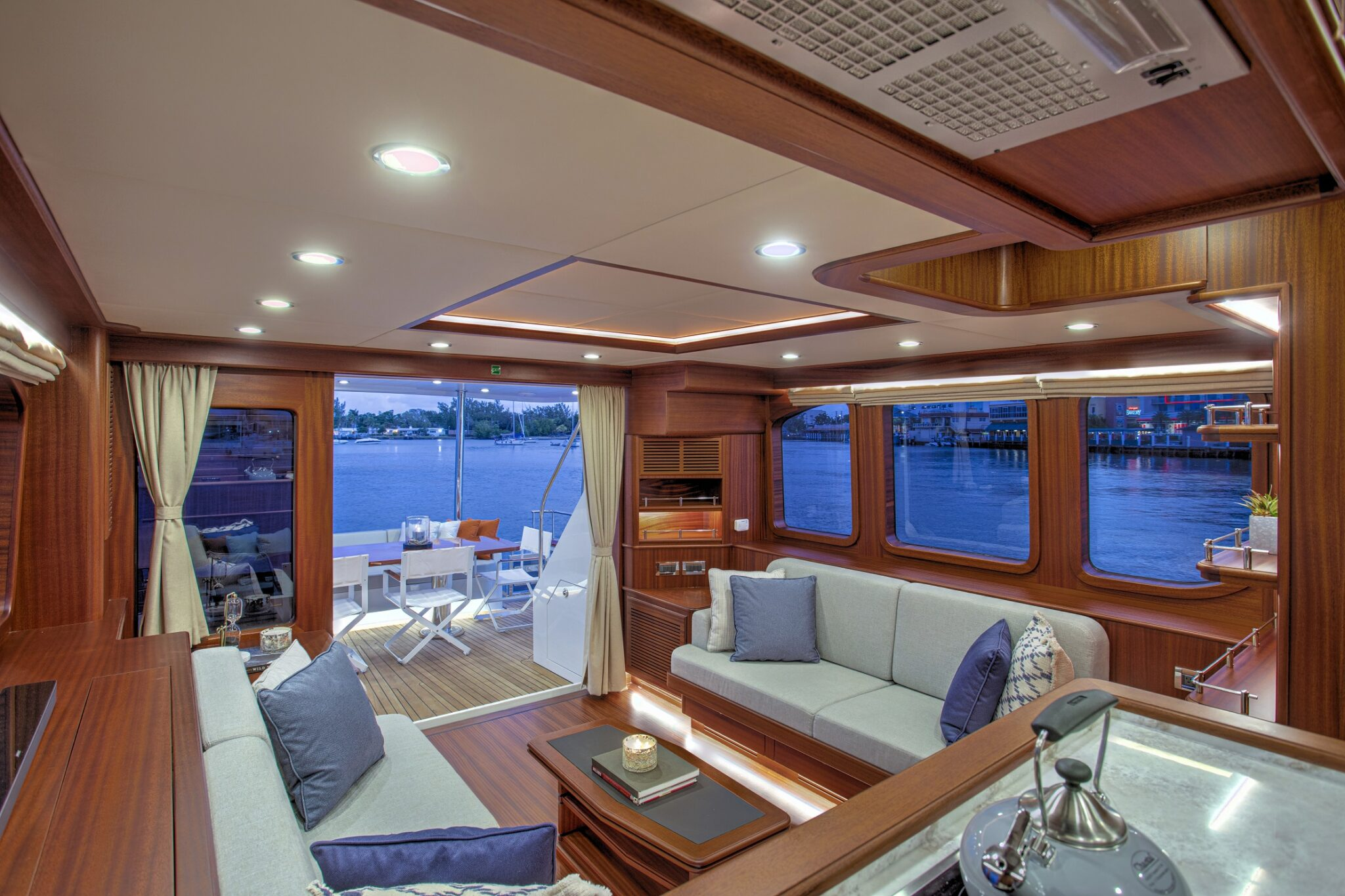 67 Vicem Cruiser for sale Flagler Yachts Salon Aft